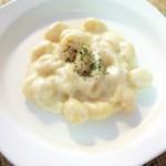 「これで好物が変わった!」簡単ポテトニョッキのチーズ入りホワイトソース